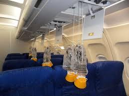 Uçak Yolculuğunda Oksijen Maskeleri Düştüğünde Yapılması Gerekenler | Technopat Sosyal