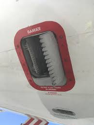I call it the hand chomper. What actually is this? (737-800, right side aft) : aviation