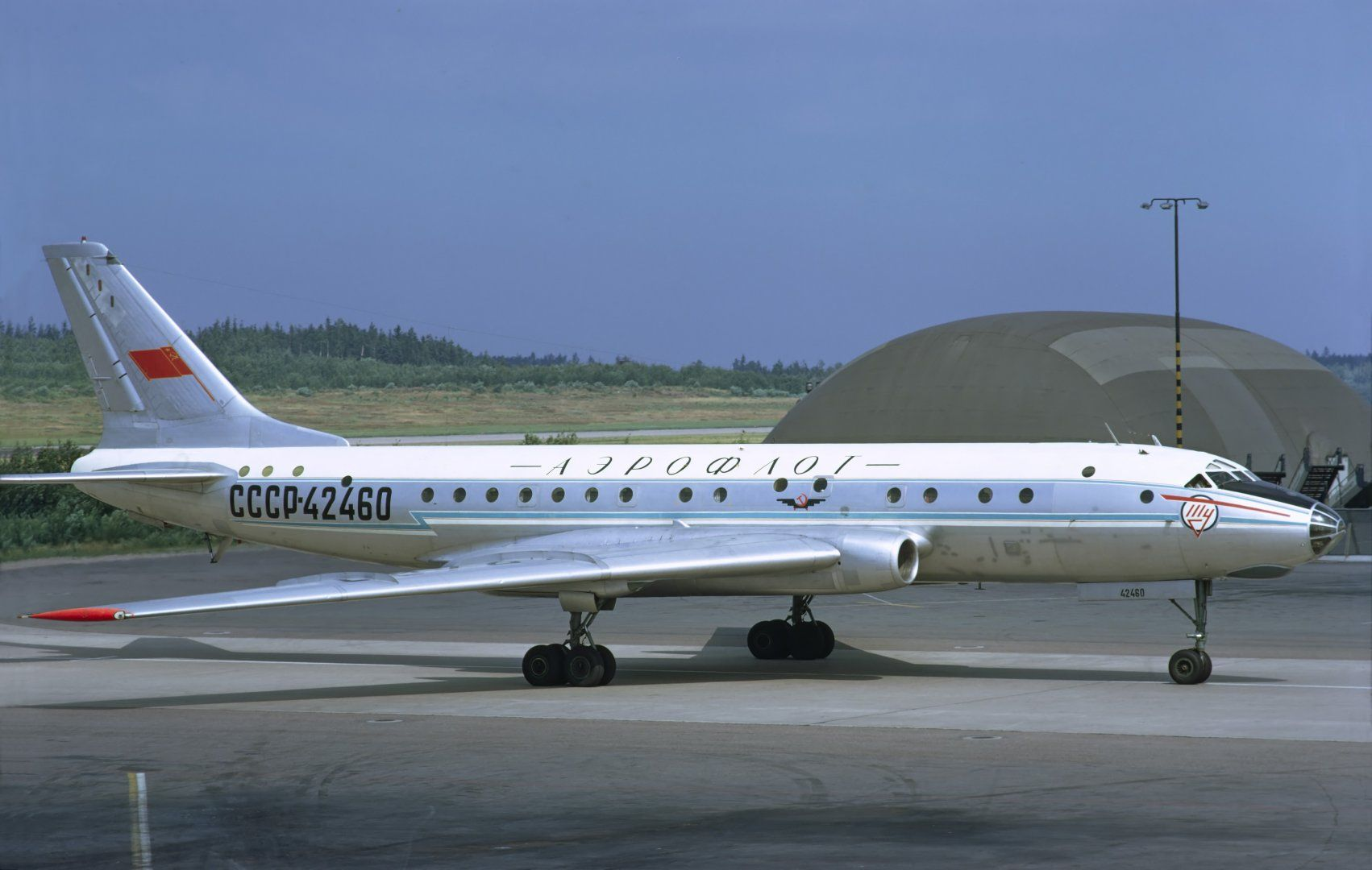 Aeroflot_Tupolev_Tu-104B_at_Arlanda,_July_1972.jpg
