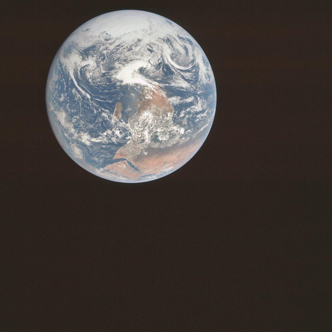 Apollo_17_Blue_Marble_original_orientation_(AS17-148-22727).jpg