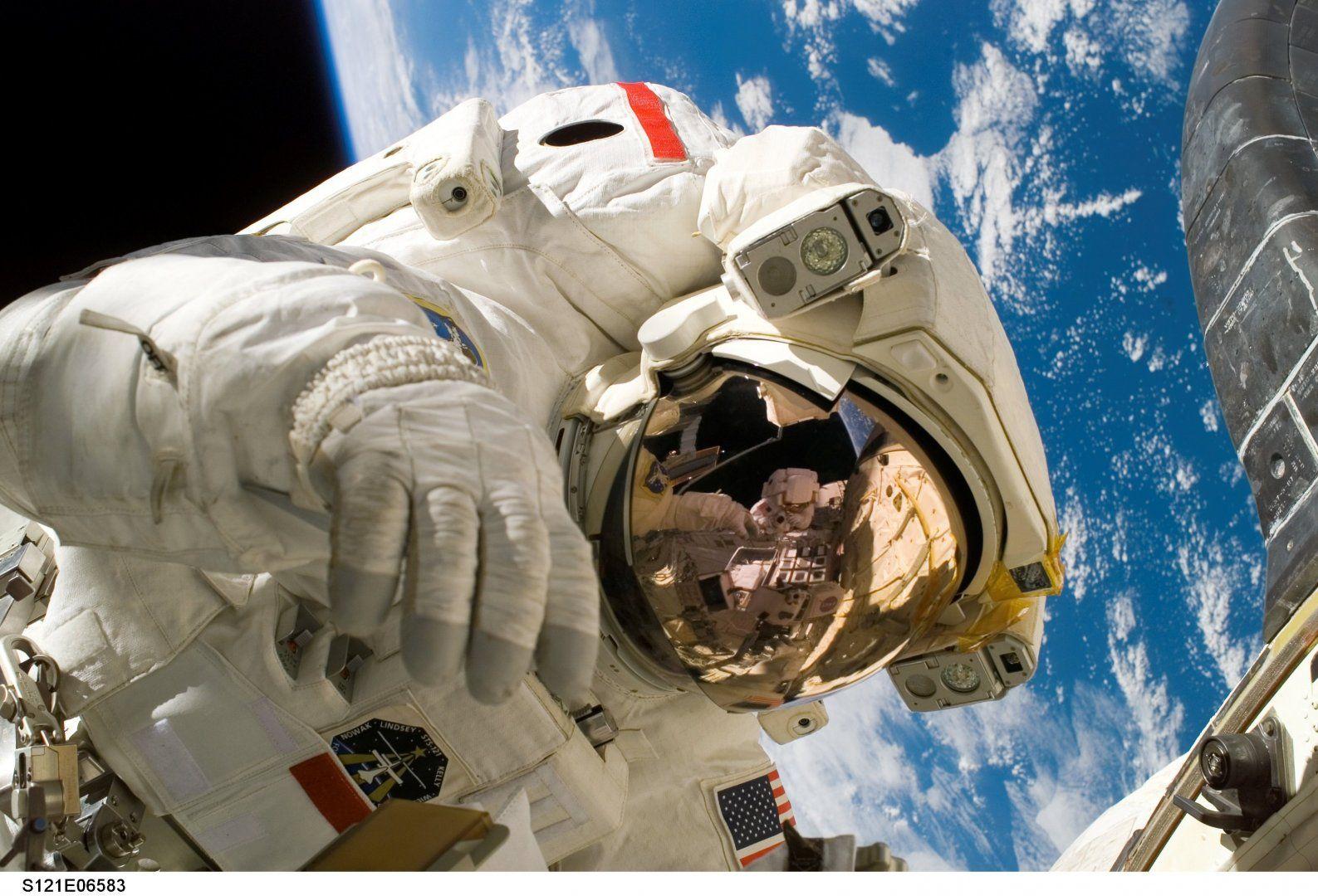 astronaut-11080.jpg