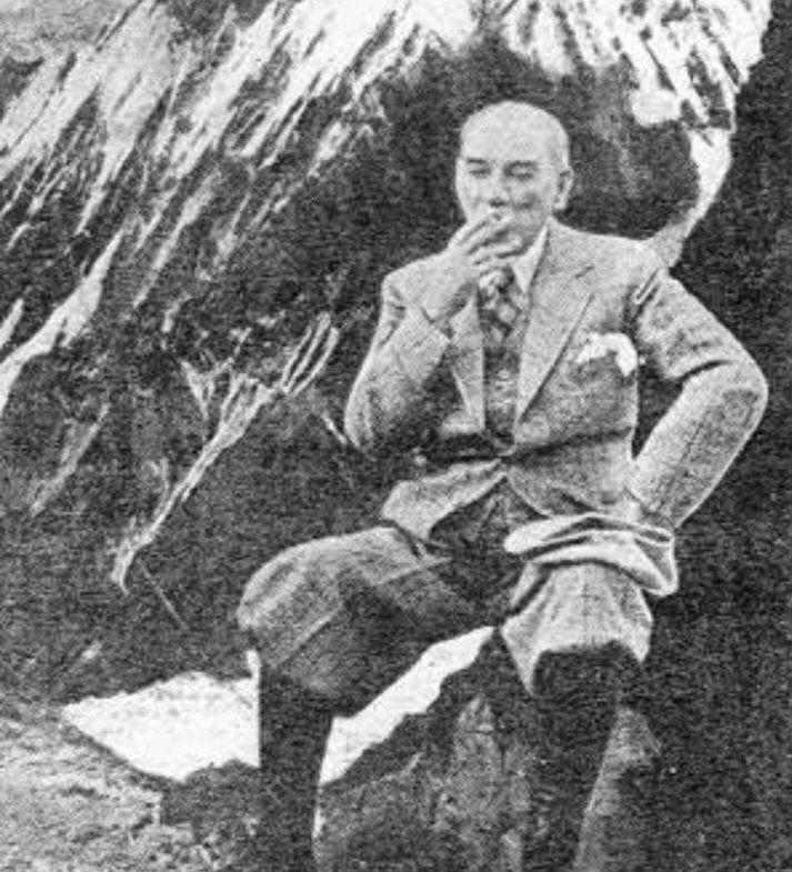 Atatürk, Singeç köprüsünü açarken (Kızım, asiler bir köprü yakarak isyan başlattılar. Ben de b...jpg