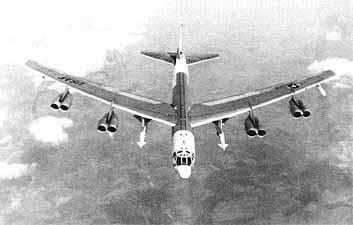 B52H Stratofortress with Hound Dog missiles.jpg