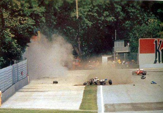 Incidente_di_Ayrton_Senna_a_Imola_1994_-_01.jpg