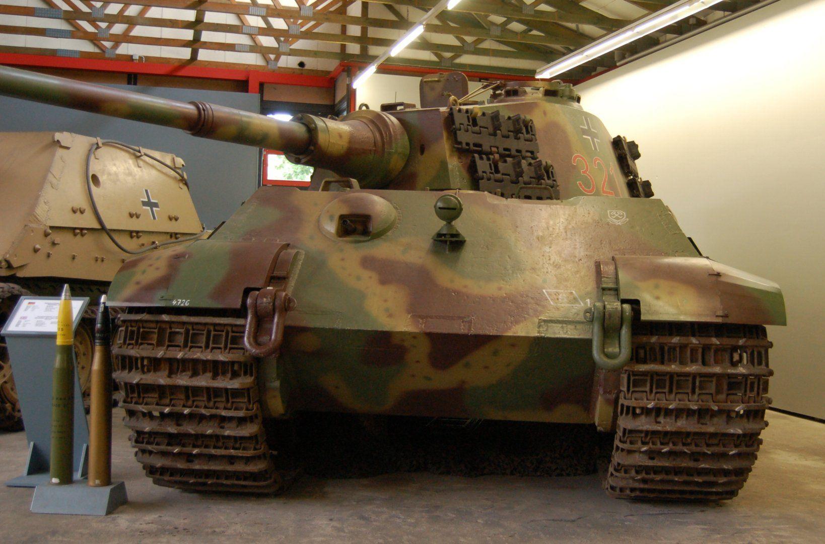 Panzerkampfwagen_VI_Tiger_II.jpg