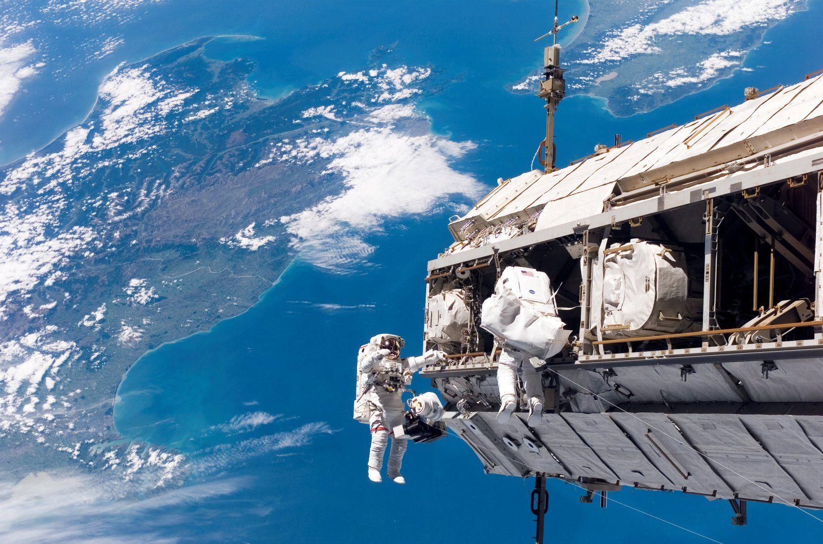 space-walk-991.jpg