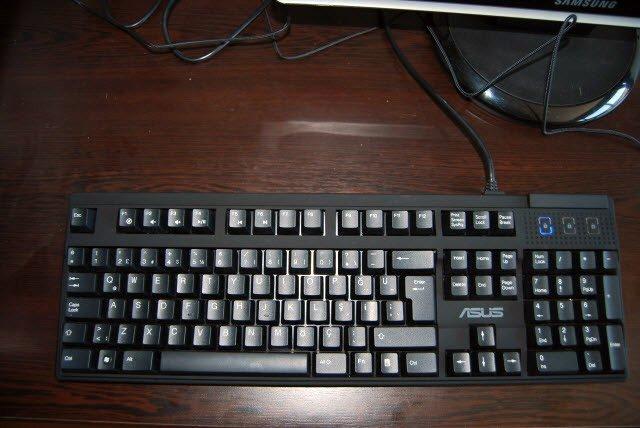 ASUS ROG TYTAN CG8580 Klavye
