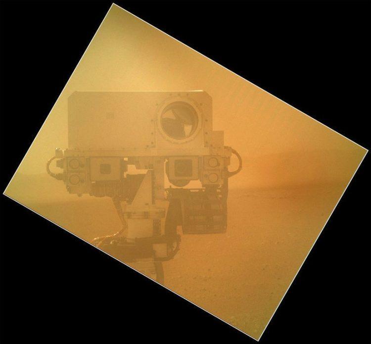 Curiosity Gezgini, Kızıl Gezegen'de daha çok yol katedecek.