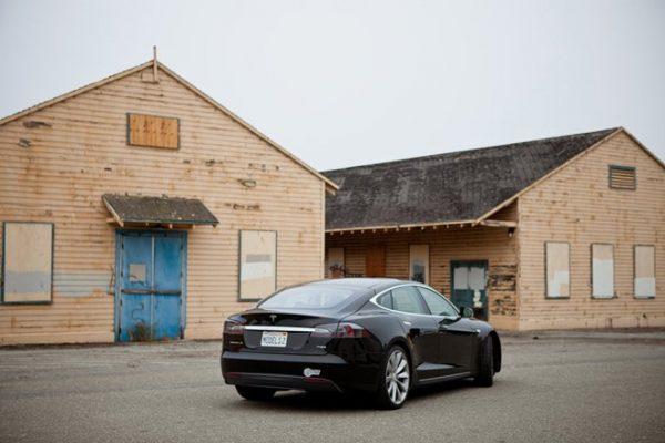 Tesla Model S sahipleri çok yakın bir tarihte araçlarını güncelleyebilecekler.