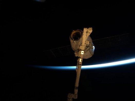 SpaceX firması tarafından inşaa edilen Dragon Kapsülü başarıyla yeryüzüne döndü.