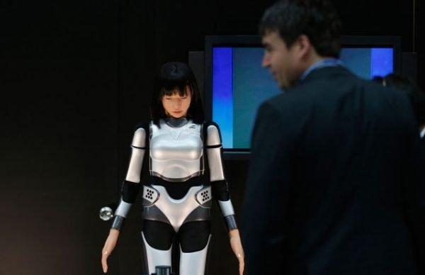 Uluslararası Para Fonu ve Dünya Banka Grupları yıllık toplantısında tanıtılan insansı ifadelere sahip HRP-4C Miim robotu.