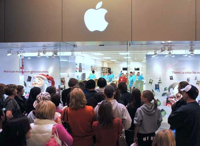 Black Friday günü Apple Storelara inanılmaz bir akın yaşandı.