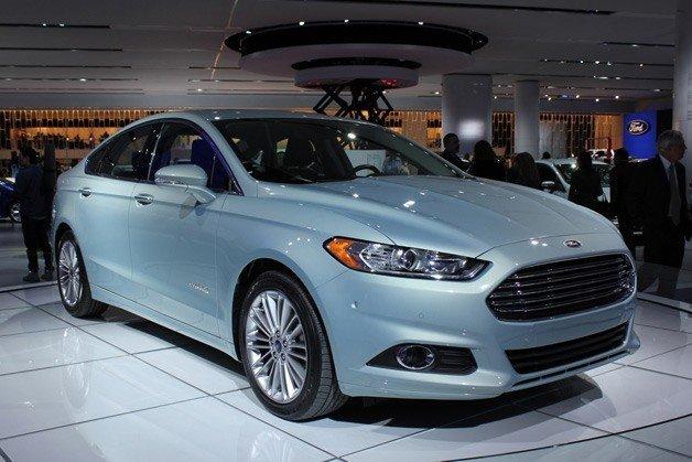 Ford Motor, 2013 model Fusion sahiplerini uyardı.
