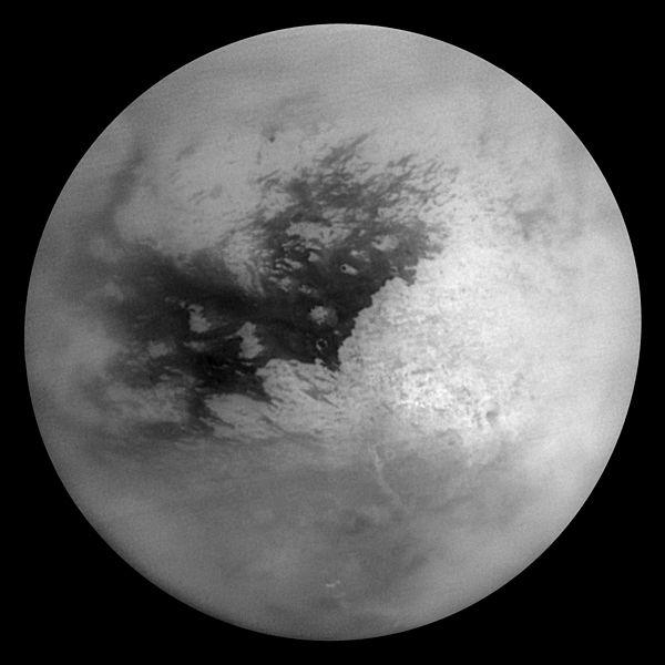 Satürn'ün en büyük uydusu olan Titan'ın buzlarla kaplı yüzeyi bilim-insanları tarafından araştırılmak isteniyor. Ancak gelecekte bu uydu için bir keşif programı yok.