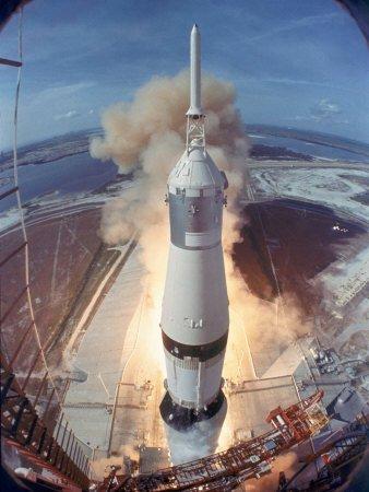 Apollo 11'i uzaya taşıyan roketler yıllar sonra yeniden çalıştırıldı.