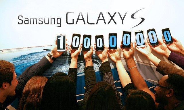 Samsung'ın Galaxy S serisi, firmanın yüzünü güldürmeyi bildi.