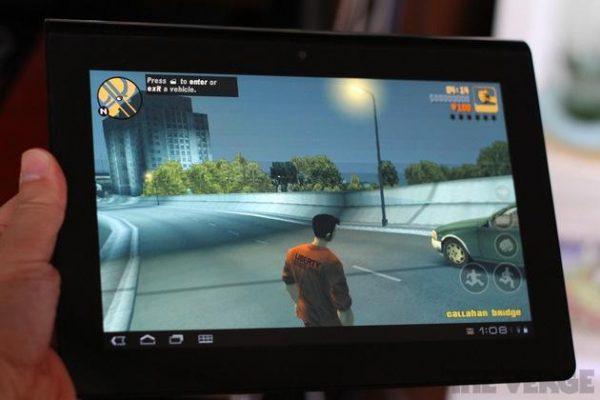 Grand Theft Auto 3, tablet üzerinden rahatlıkla oynanabiliyor.