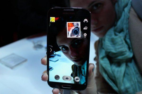 Arka kamerayla çekilen görüntüye ön kameradan da ekleme yapılabiliyor.