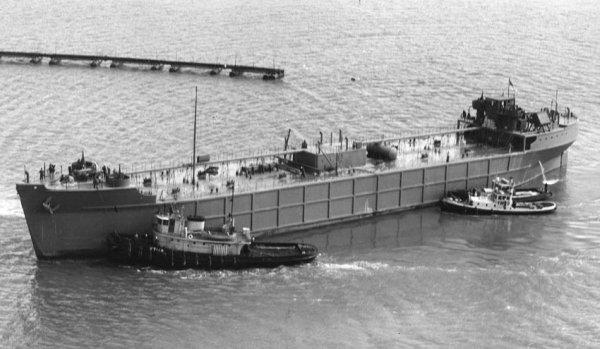 USS YO-144, 1943 yılında hizmete giren bir başka betondan mamul mavna.