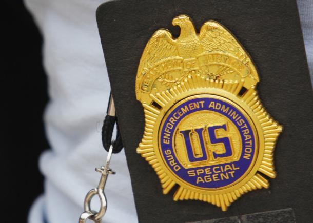 Drug Enforcement Agency - Uyuşturucu ile Mücadele Ajansı, iMessage'den şüpheleniyor.