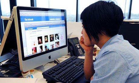 Facebook kullanıcıları üyeliklerini kapatmaya başladı.