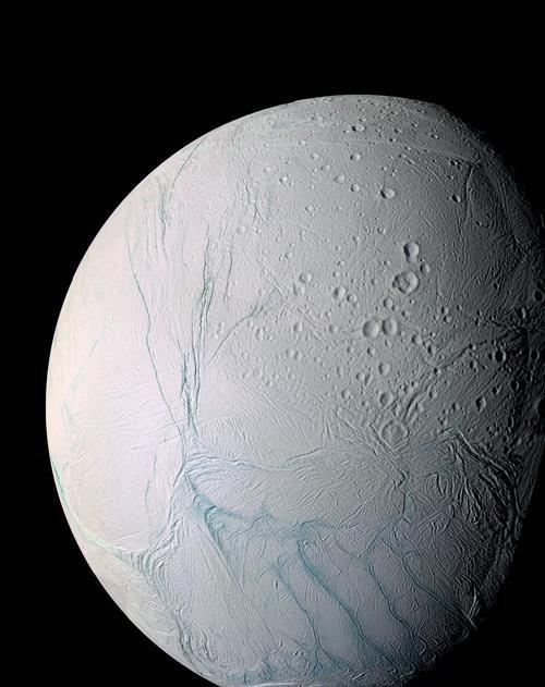 Satürn'ün 6. en büyük uydusu olan Enceladus'ta yakın bir zaman içerisinde buz kütleleri tespit edildi.