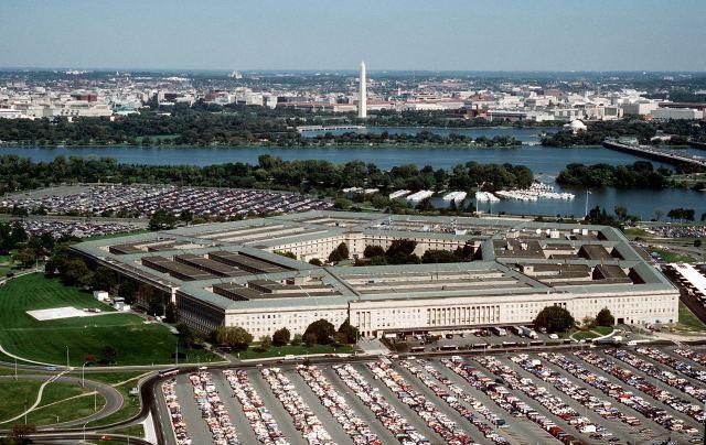 Pentagon Apple ve Samsung ürünlerine güvenlik izni çıkarabilir.