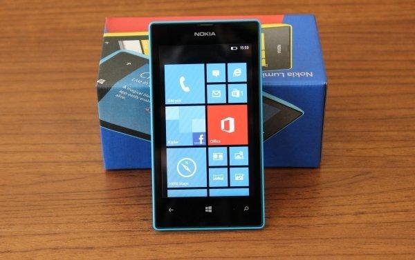 Nokia_Lumia_520_01