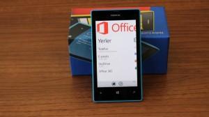 Nokia_Lumia_520_02