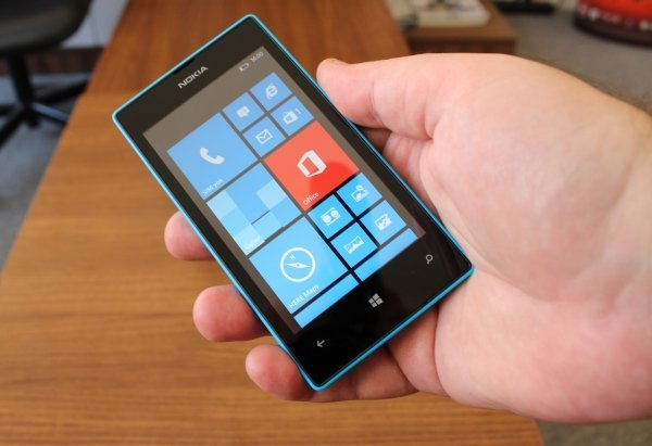 Nokia_Lumia_520_05