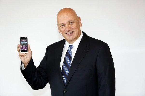 Turkcell T40 Sureyya Ciliv 600x400   Turkcell T40 Cep Telefonu Tanıtıldı