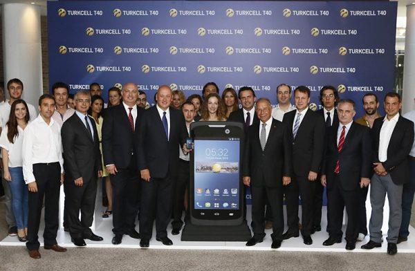 Turkcell T40 lansman 600x392   Turkcell T40 Cep Telefonu Tanıtıldı