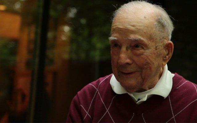 Grandpa olarak bilinen Hal Lasko, Paint üzerinde piksel piksel çalışarak resimler ortaya çıkarıyor.