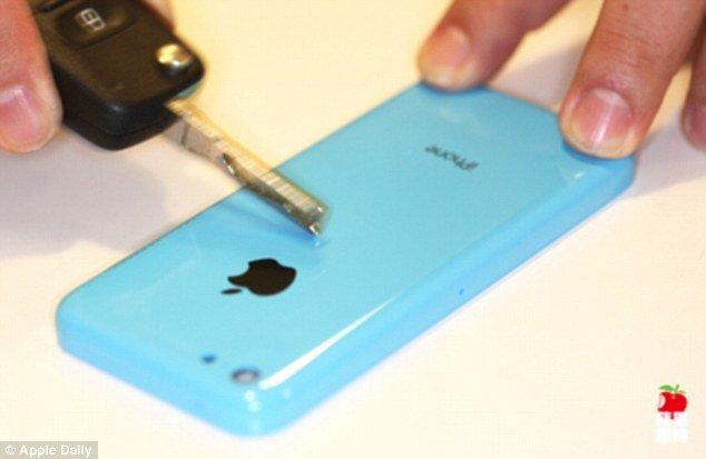 iPhone 5C çizik testinden başarıyla çıktı.