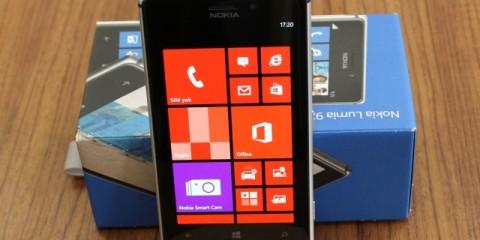 Nokia_Lumia_925_01