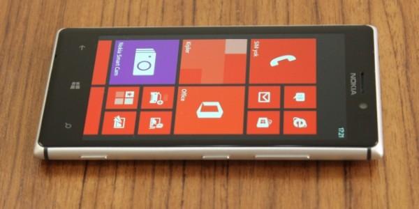 Nokia_Lumia_925_02