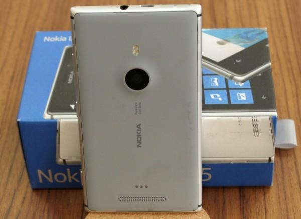 Nokia_Lumia_925_05