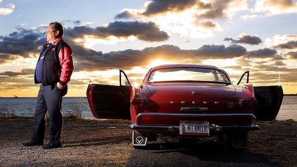 Irvın Gordon isimli eski öğretmen '66 model Volvo'suyla rekordan rekora koşuyor.