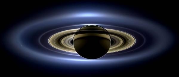 Cassini'nin çektiği Satürn fotoğrafı görenleri büyülüyor.