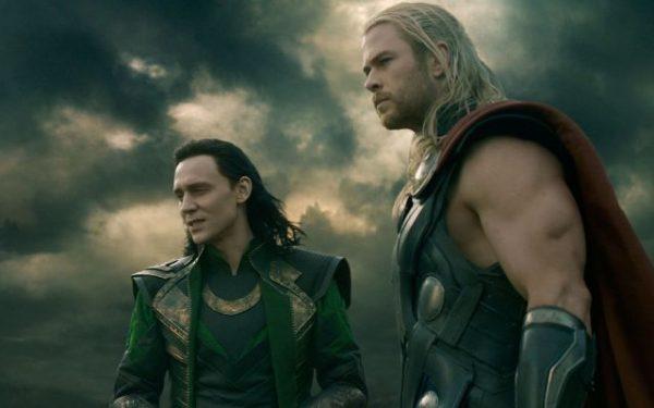 Tom Hiddlestone yine, her zaman ki gibi Loki karakterini döktürmüş.