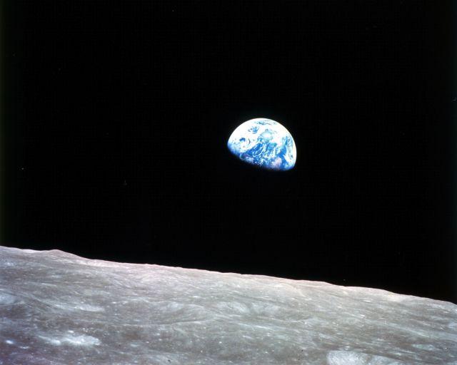 Ay yüzeyinden Dünya'nın doğuşunun çekilen ilk görüntüsü.