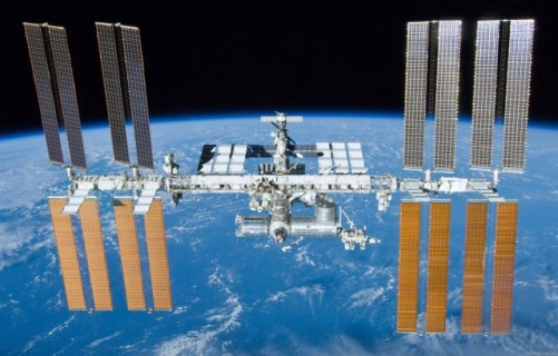 Uluslarası Uzay İstasyonu enerjisini devasa güneş panellerinden alıyor.