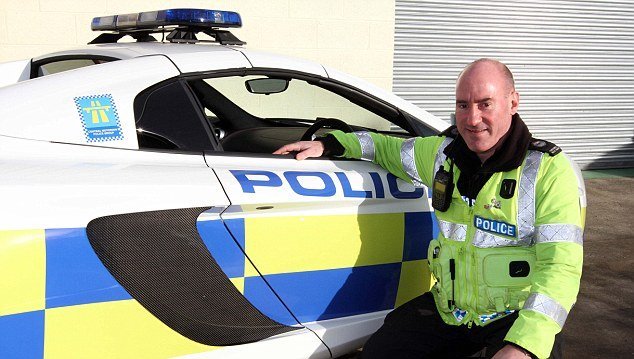 İşte mutlu bir polis memuru.