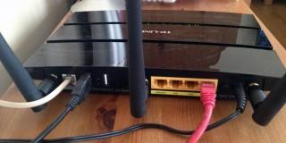 Modemin üzerinde bulunan USB postlara harici disk takabiliyorsunuz.
