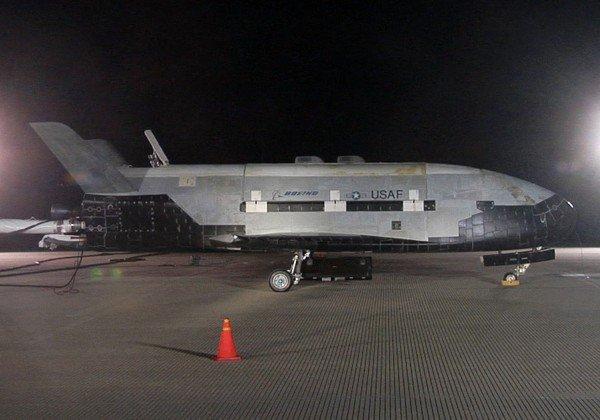 X-37B'nin pistte çekilmiş nadir fotolarından birini görüyorsunuz.