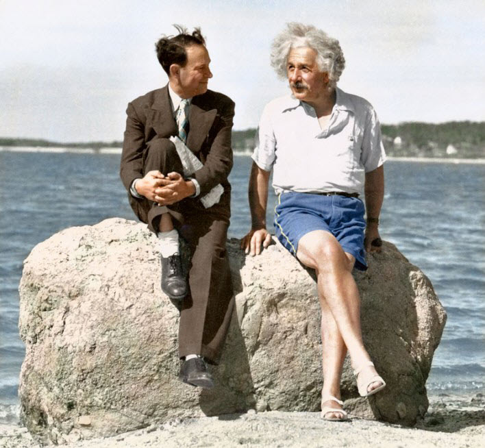 Albert Einstein - 1939 Yazında Nassau Point, Long Island New York'ta şortuyla