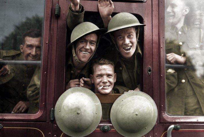 İngiliz askerleri 20 Eylül 1939'da cepheye giderken.