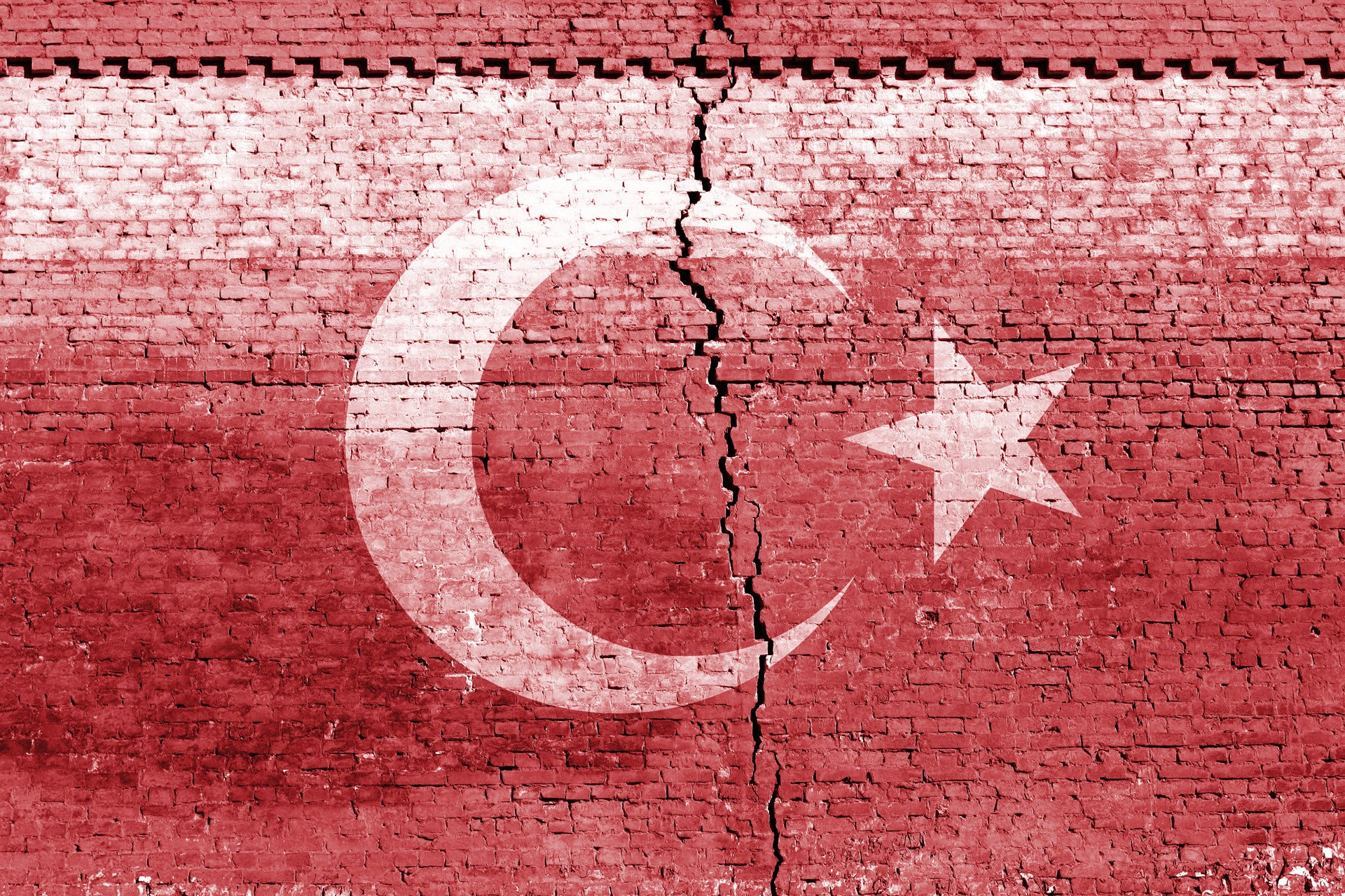 turkiye-deprem-catlak-bayrak