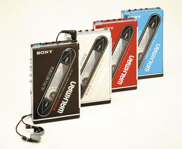 Yeniden şarj edilebilir pillere sahip ilk Walkman, Önceki modellerine göre daha ince.