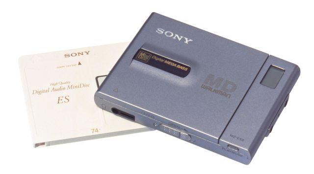 1996 yılında MiniDisc formatı için daha ince bir model piyasaya sürüldü.